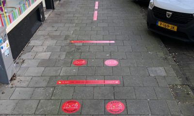 15 filialen van Curious Kids, Amsterdam voorzien van safety stickers